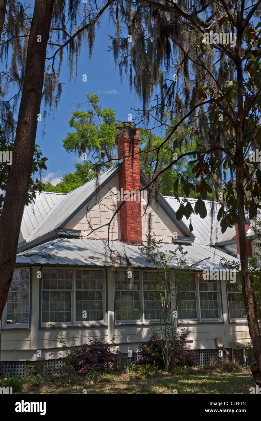 Wisteria Cottage in High Springs Florida sells collectibles and folk art. - Stock Image