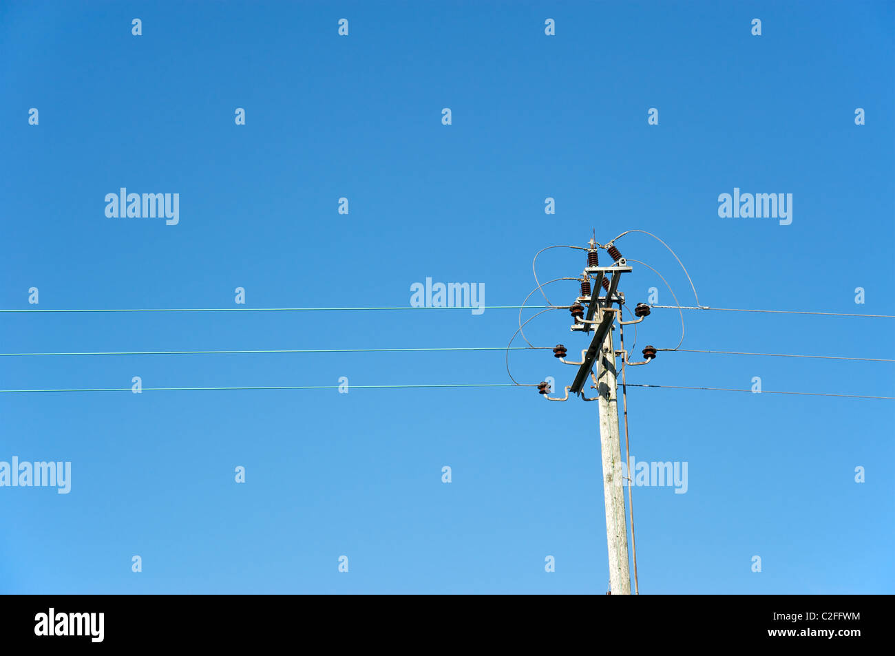 Electical power cables against a blue sky, Worcestershire, England, UK Stock Photo