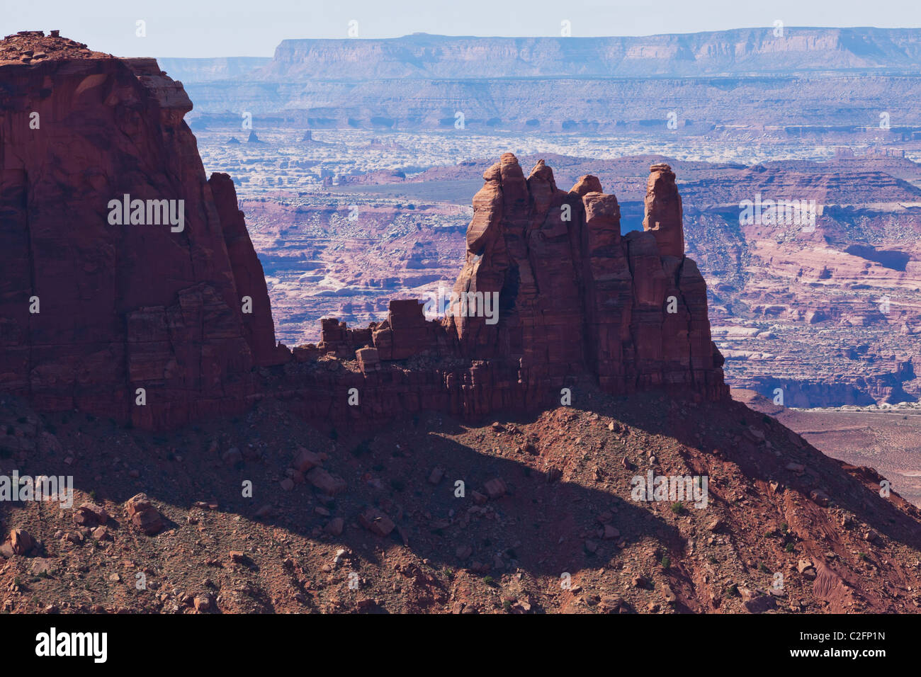 A fin of rock jutting out above the river canyons below in Canyonlands National Park, Utah, USA. - Stock Image