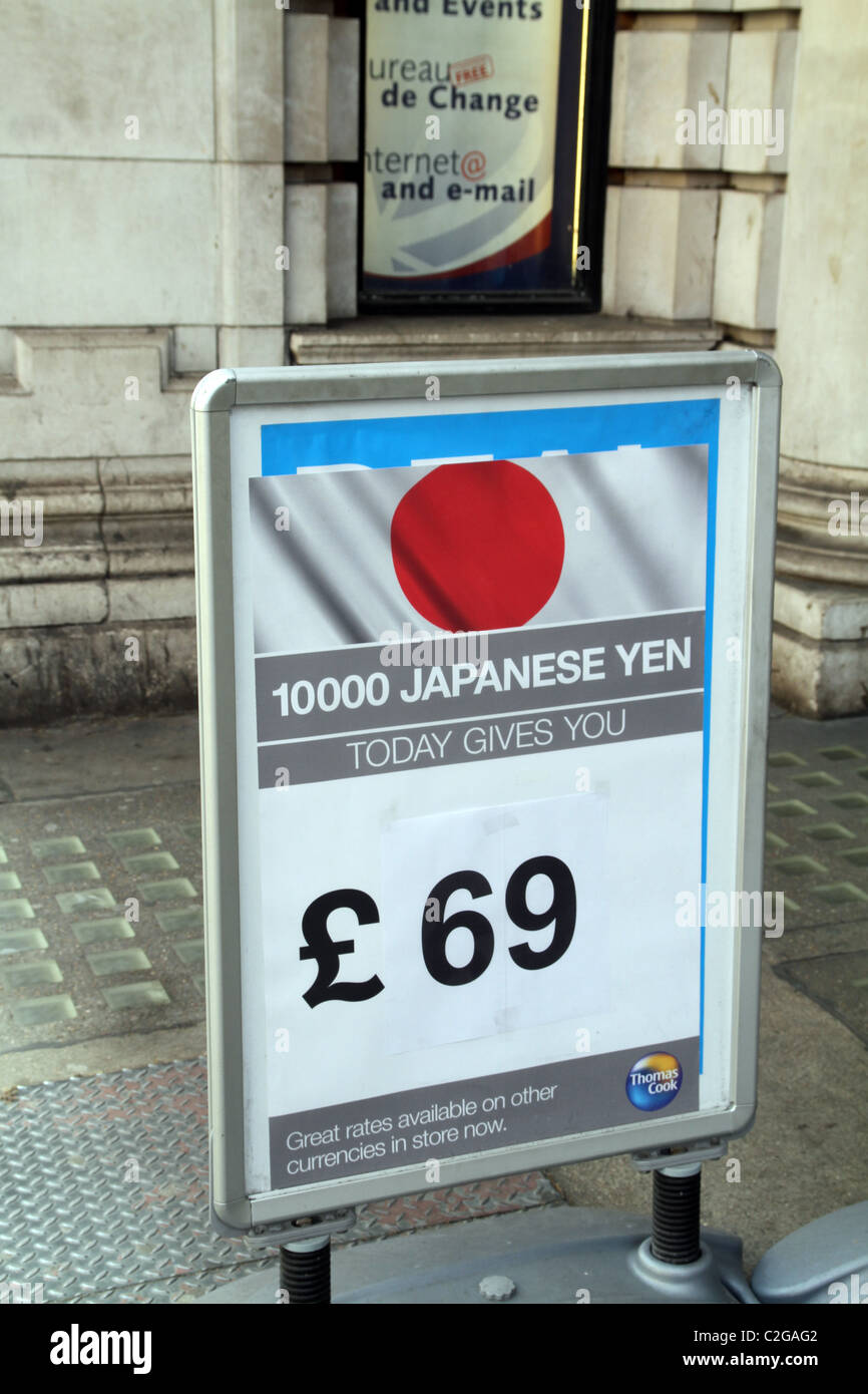 UK. NOTICE BOARD WITH JAPANESE YEN EXCHANGE RATE IN LONDON - Stock Image