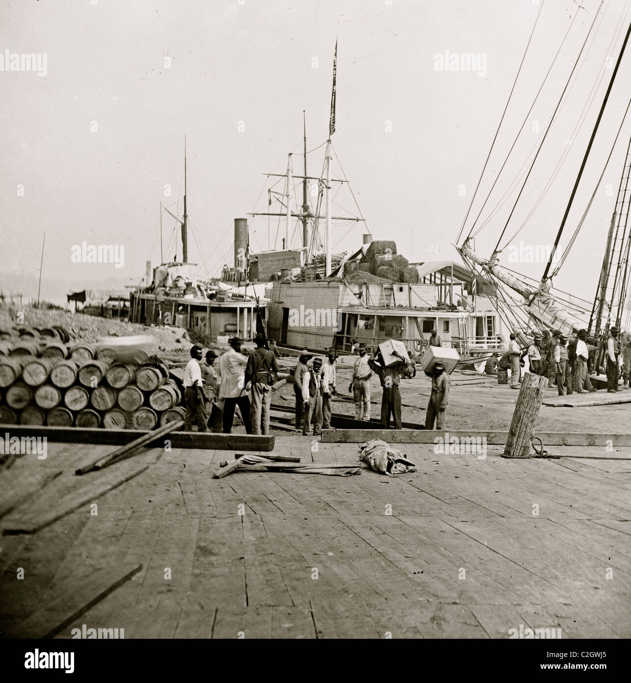 City Point, Va. African Americans unloading vessels at landing - Stock Image