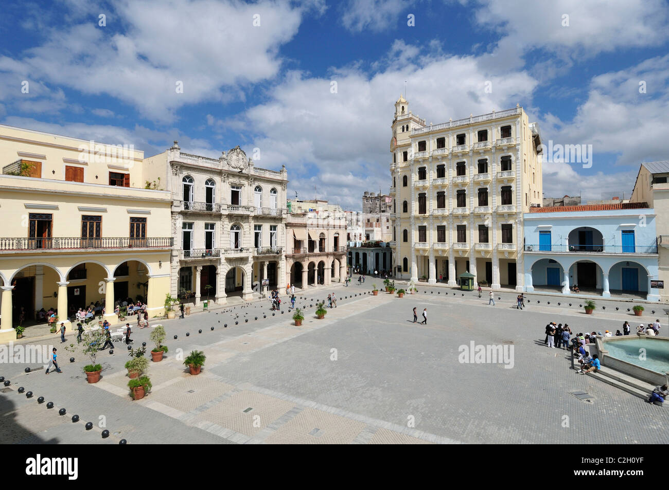 Havana. Cuba. View across Plaza Vieja and the Edificio Gomez Vila (tall building, right), Habana Vieja / Old Havana. - Stock Image