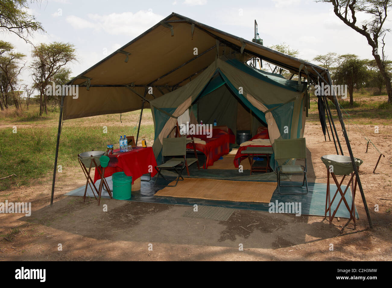 luxury tent in wilderness of Luxury Mobile Safari Tended Camp, Serengeti, Tanzania, Africa - Stock Image