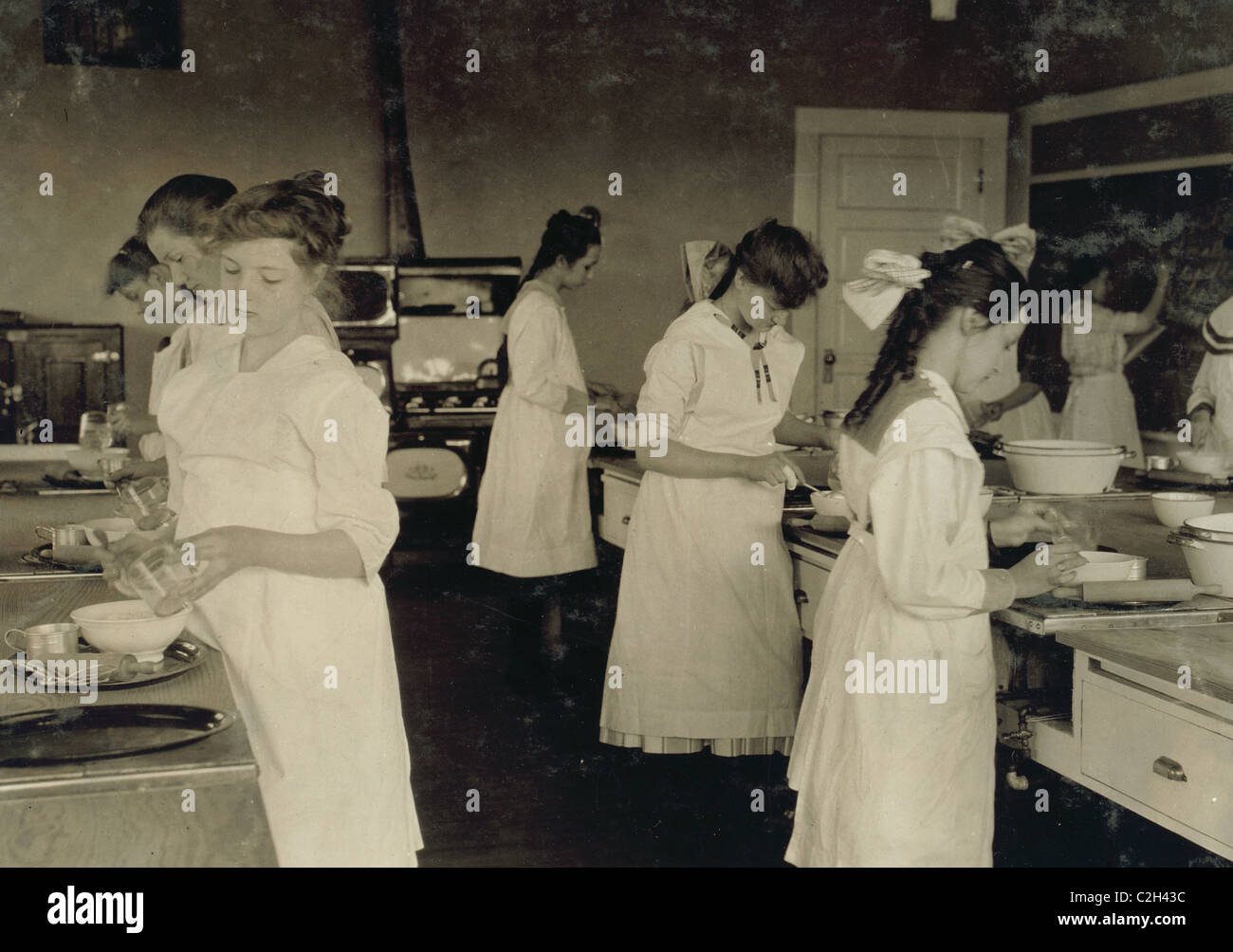 Domestic Science class in Horace Mann School. - Stock Image