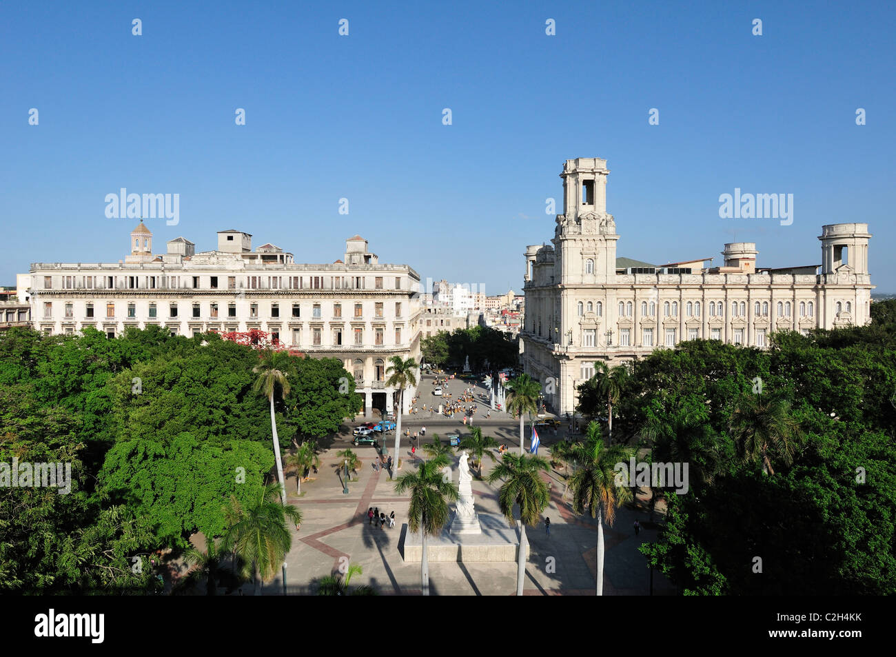 Havana. Cuba. View overlooking Parque Central with the Museo Nacional de Bellas Artes (aka Palacio del Centro Asturiano, - Stock Image