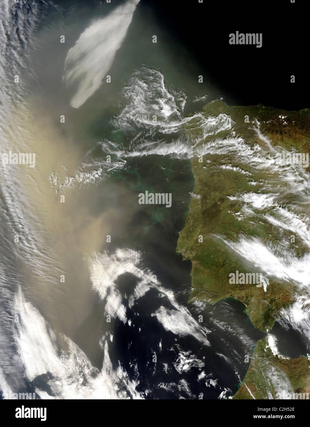 Saharan dust sky : weather