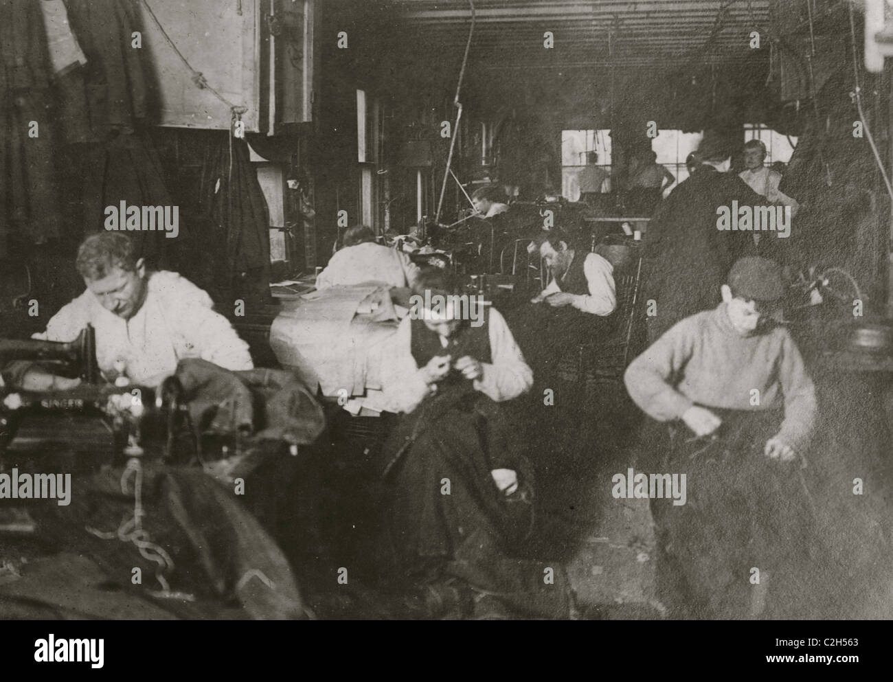 Group of sweatshop workers in shop of M. Silverman. 30 Suffolk St. - Stock Image