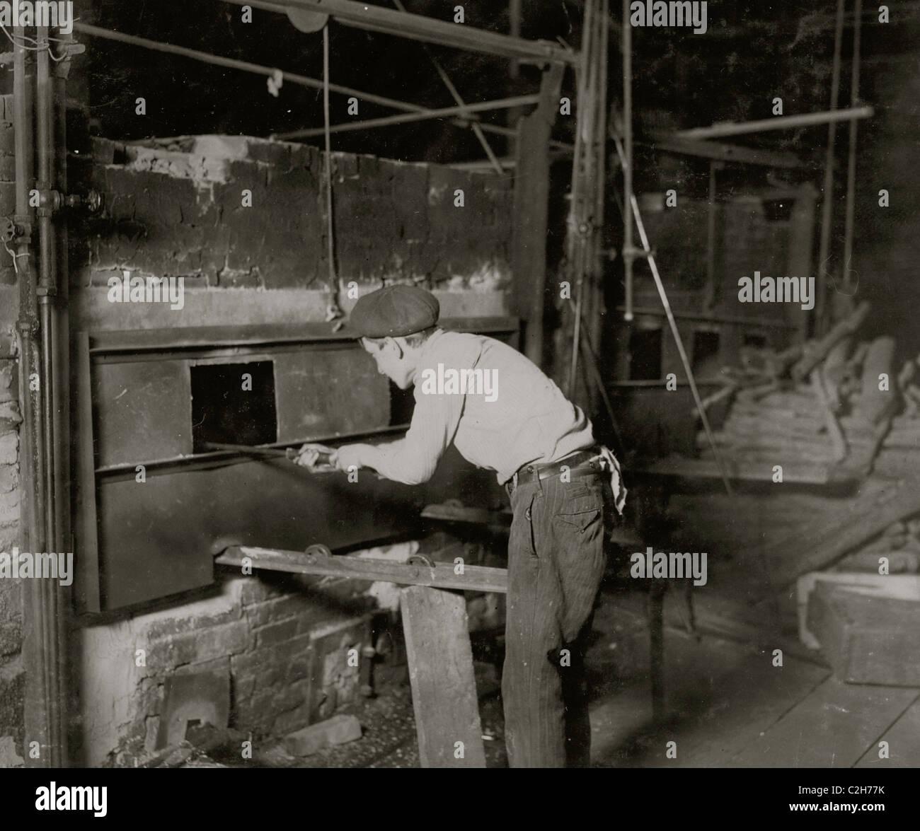Midnight scene. Cumberland Glass Works, Bridgeton, N.J. - Stock Image