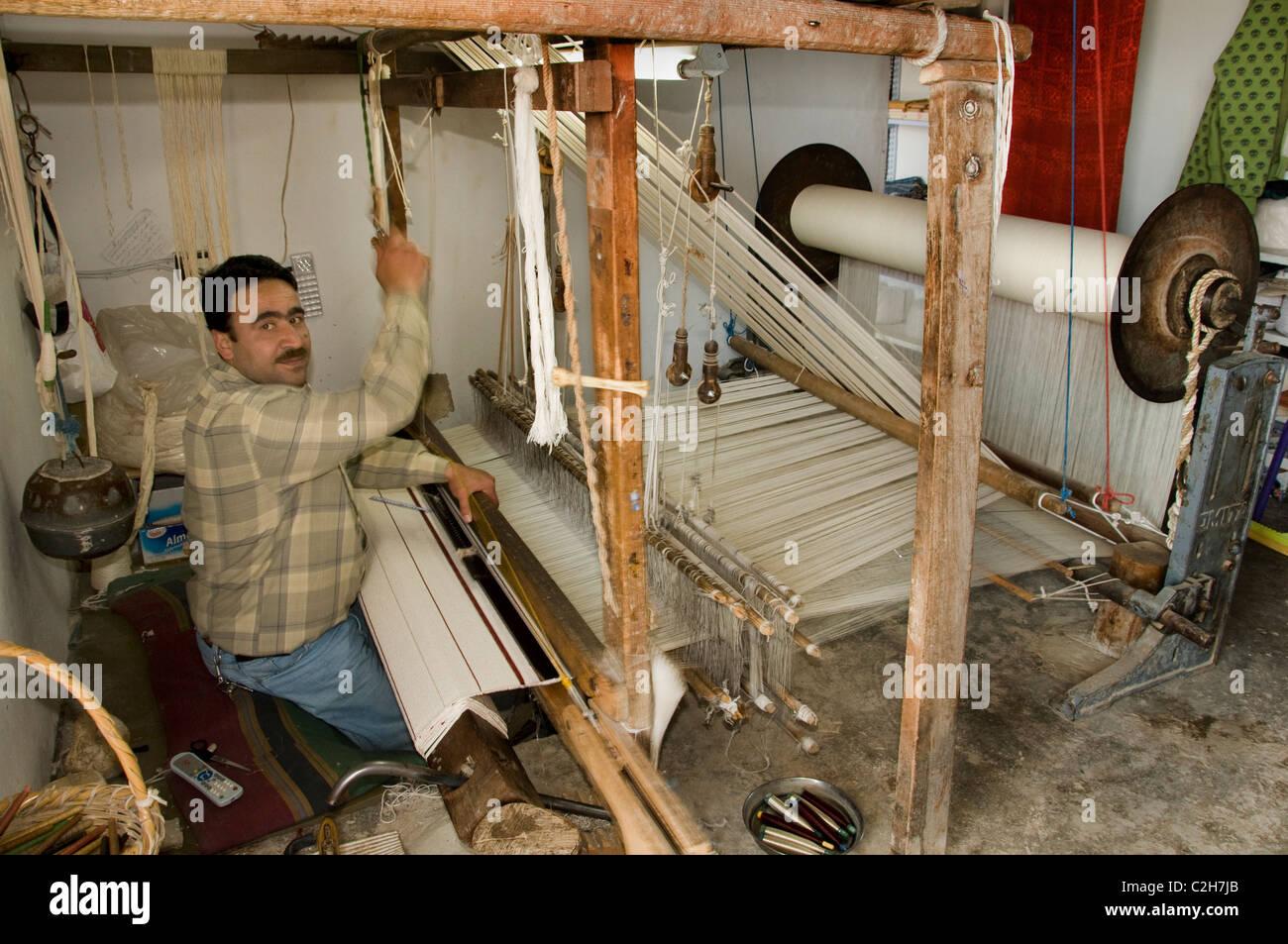 Quala at al Mudig Citadel Syria Middle East carpet maker weaver weave weaving mill - Stock Image