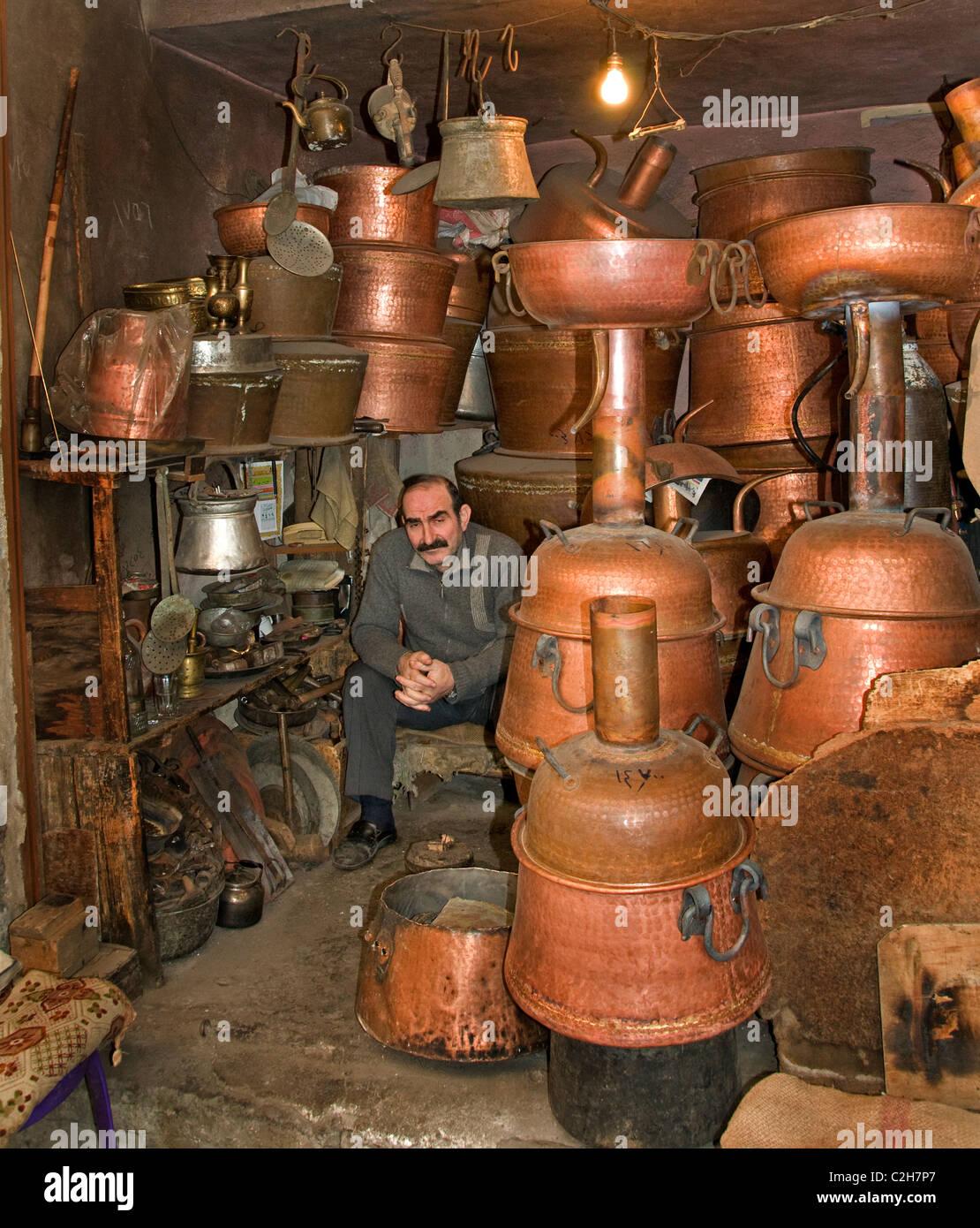 Homs Syria pot pots pan copper brass market souq - Stock Image