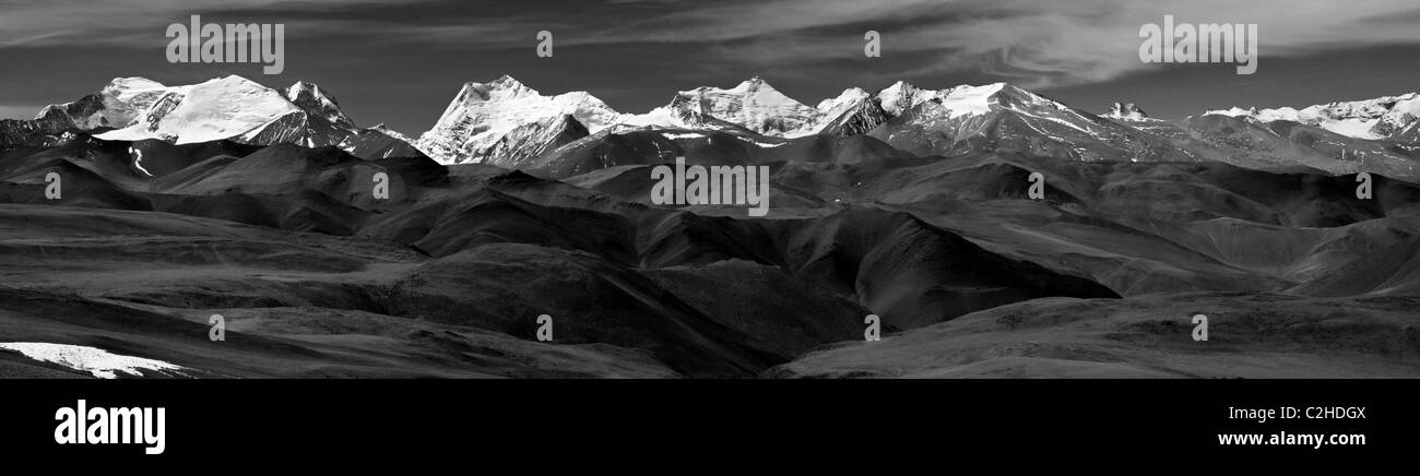 Panorama of the Himalayas from the Tibetan Plateau - Stock Image