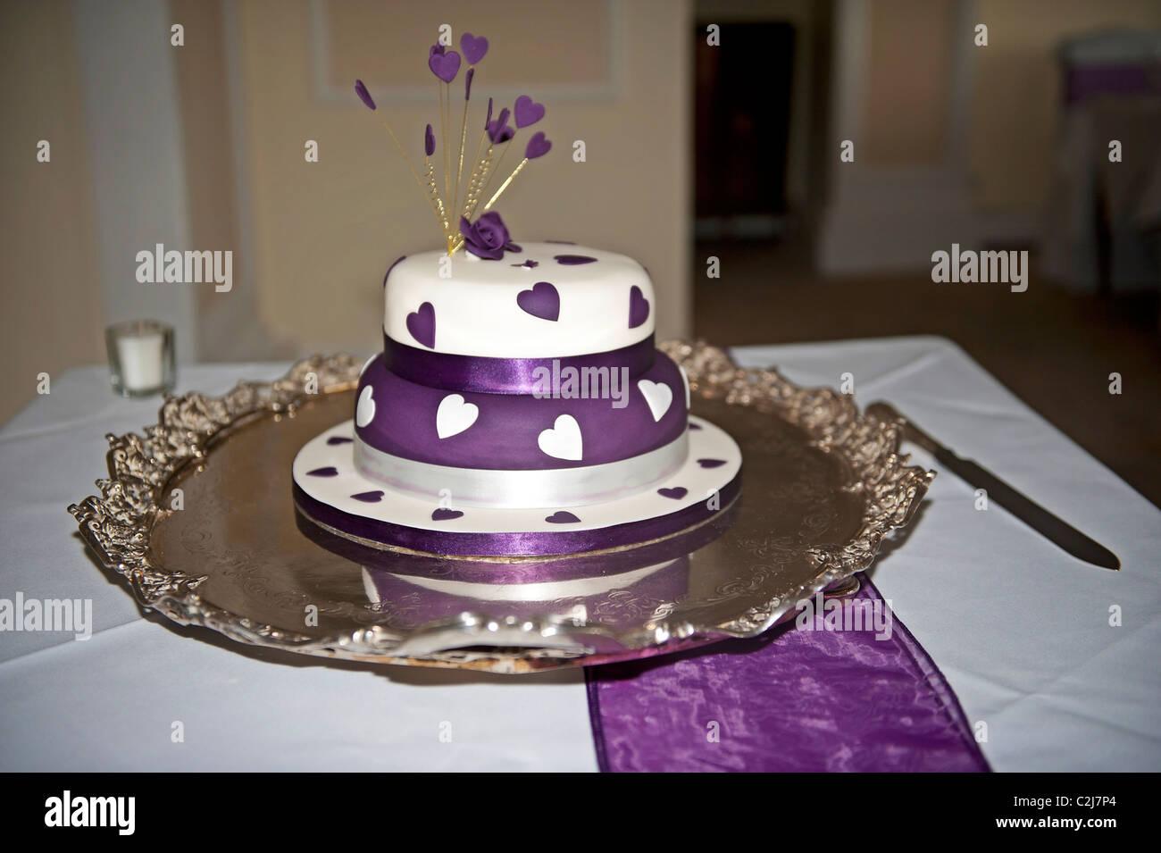 Purple And White Wedding Cake Stock Photo 36051292 Alamy
