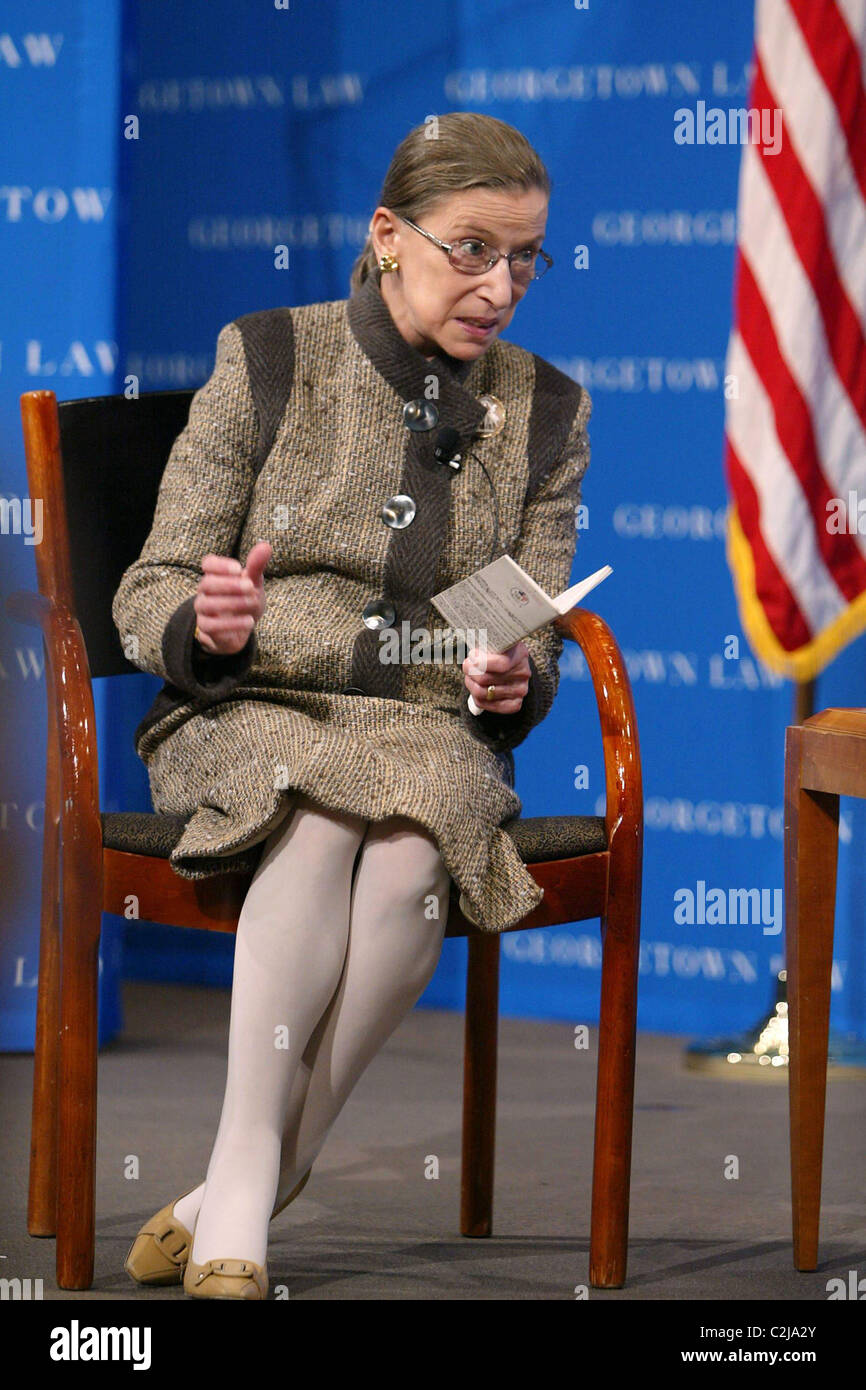 Justice Ruth Bader Ginsburg The Supreme Court Fellows along with Georgetown Law School invited Brenda Hale, Baroness - Stock Image