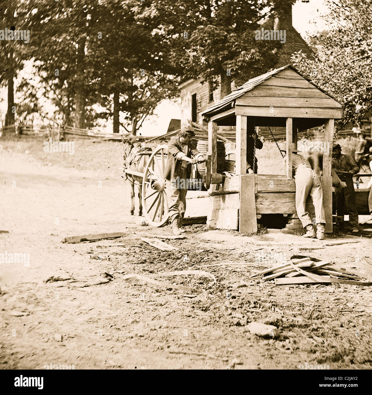 Fredericksburg, Virginia. Soldiers drawing water from a well. Army of the Potomac - Stock Image