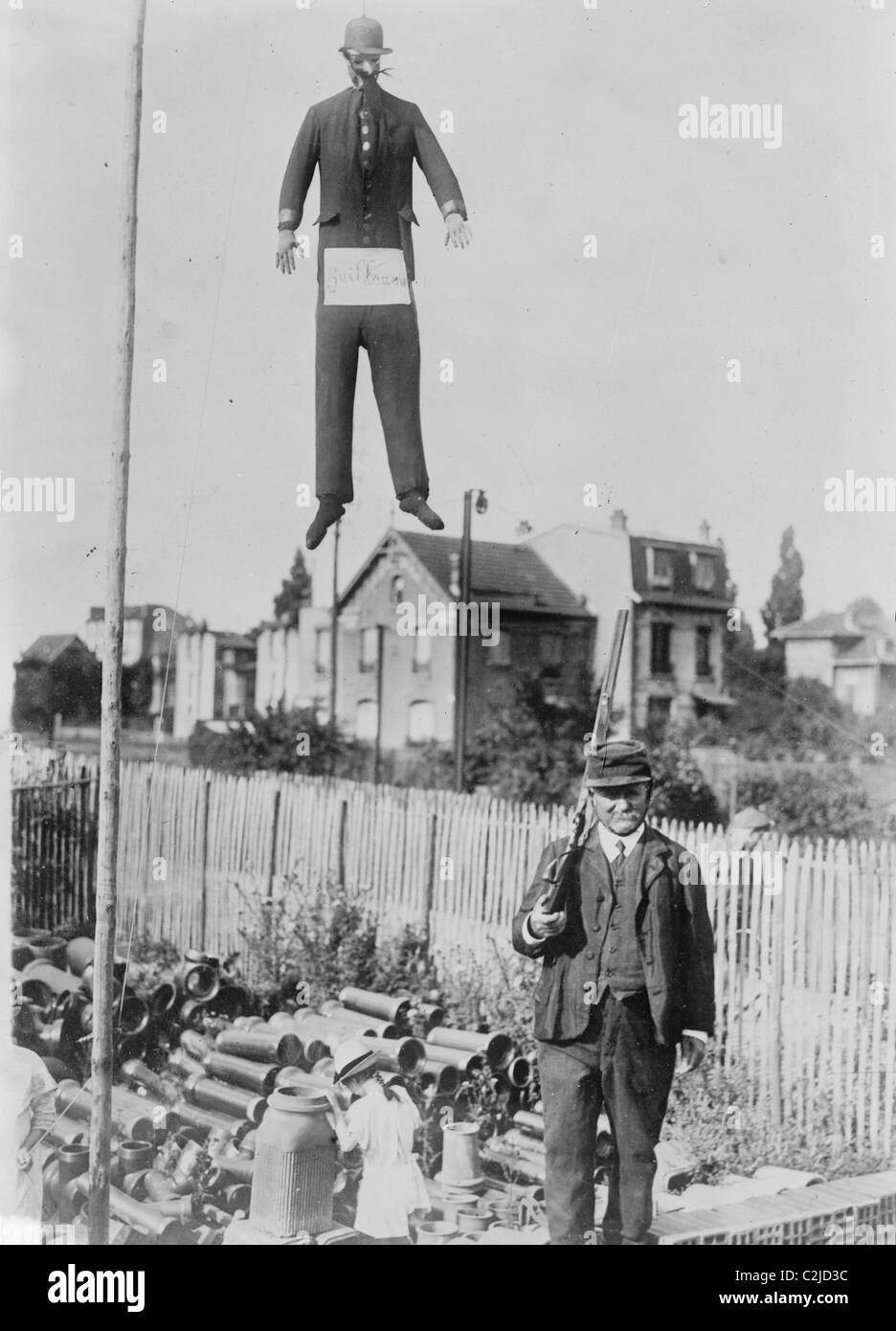 An old man carrying a rifle guards a hanging effigy of Kaiser Wilhelm - Stock Image