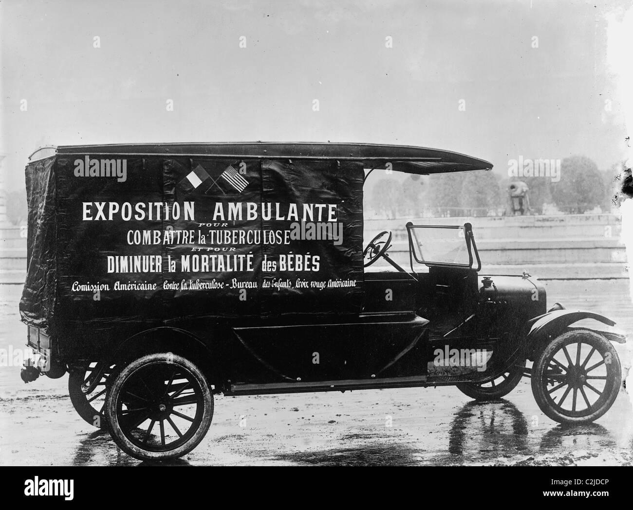 French-American World War I Ambulance at the Ready - Stock Image