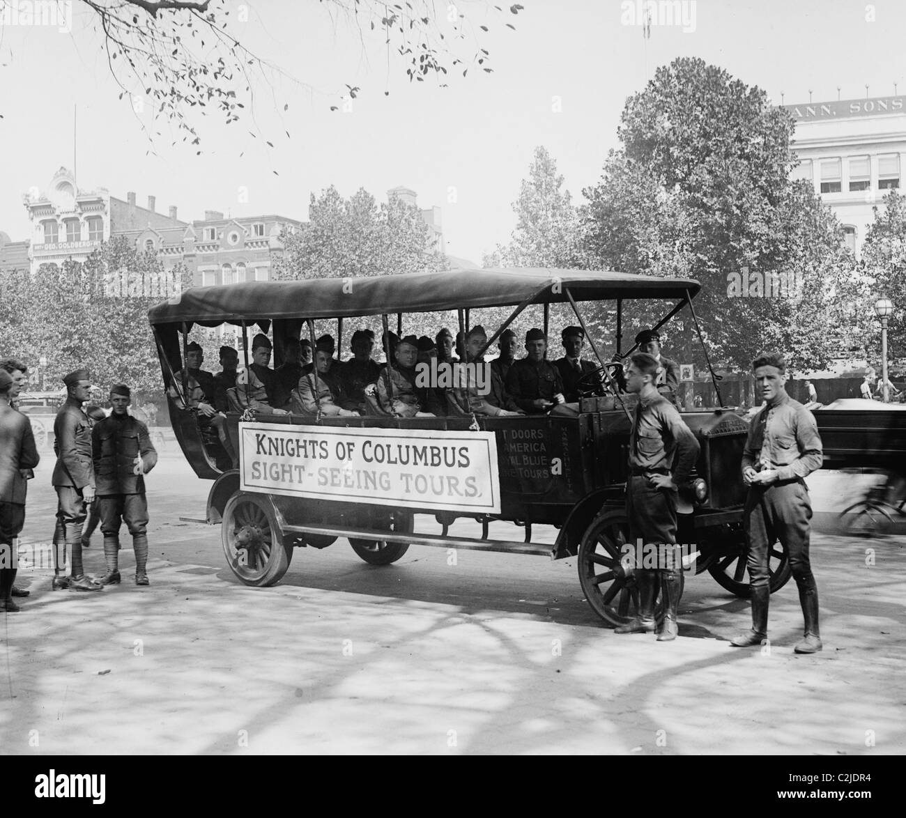 Knights of Columbus Bus takes Wounded soldiers on Sightseeing Tour of DC - Stock Image