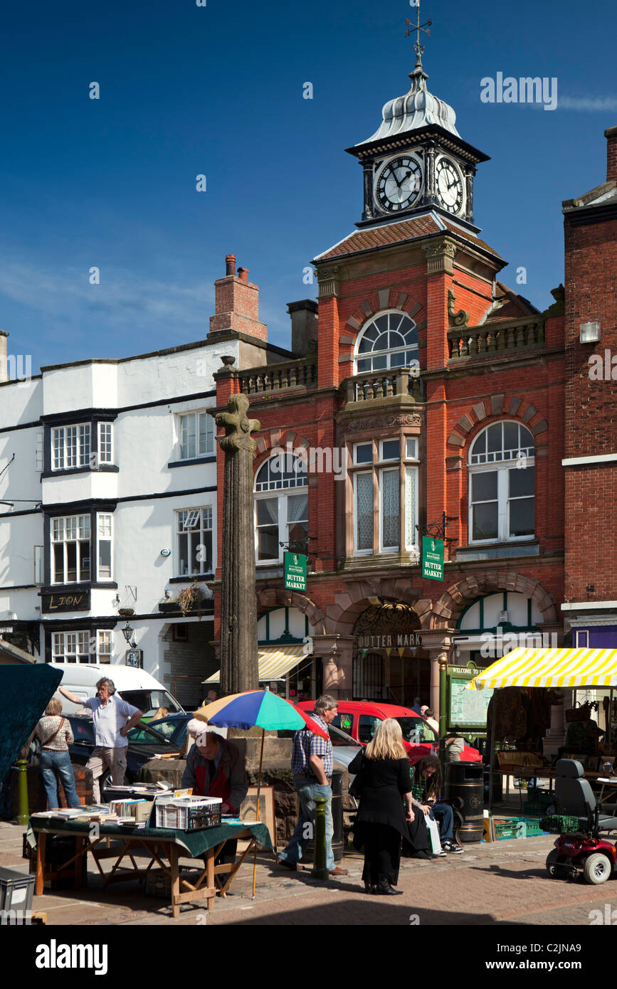 UK, England, Staffordshire, Leek, town centre, Grade 2 listed 15th century cross in Market Place - Stock Image