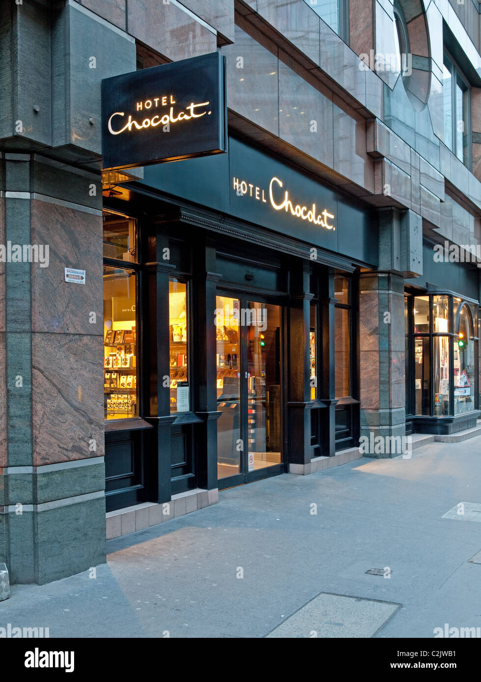 Hotel Chocolat store in London in the evening - Stock Image