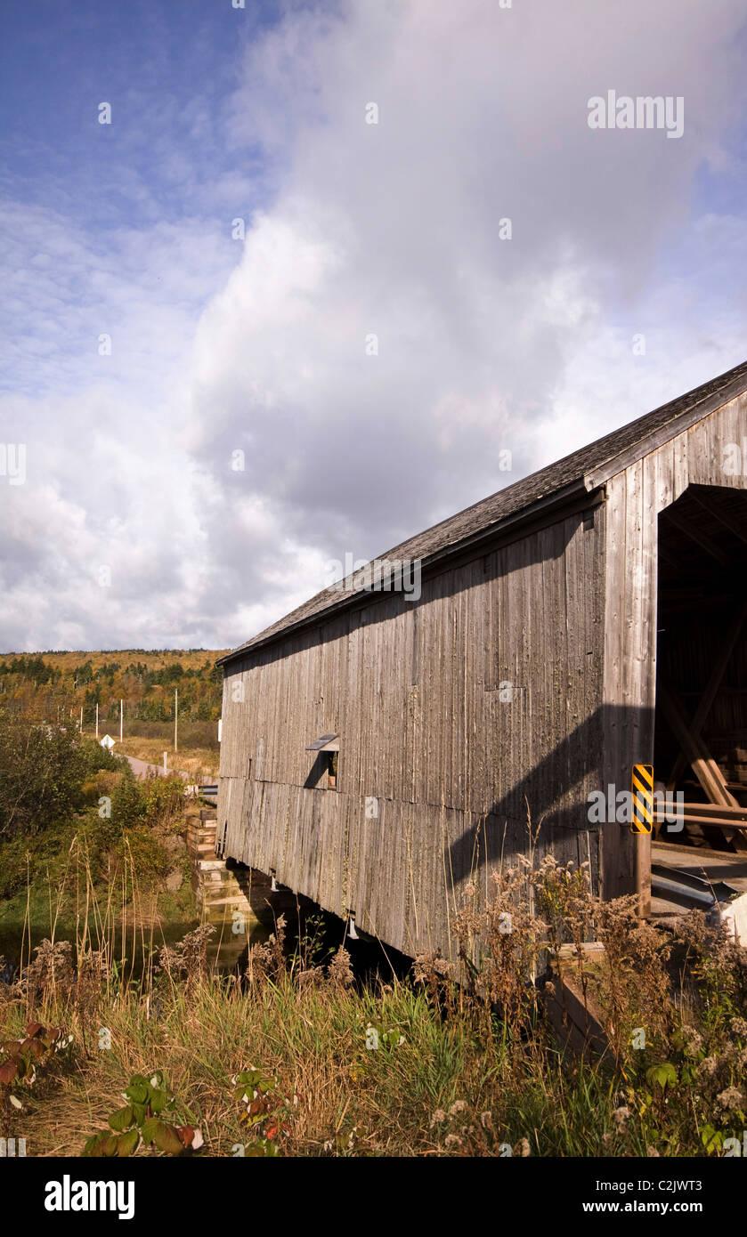 Weathered grey covered bridge, Bay of Fundy, New Brunswick, Canada - Stock Image