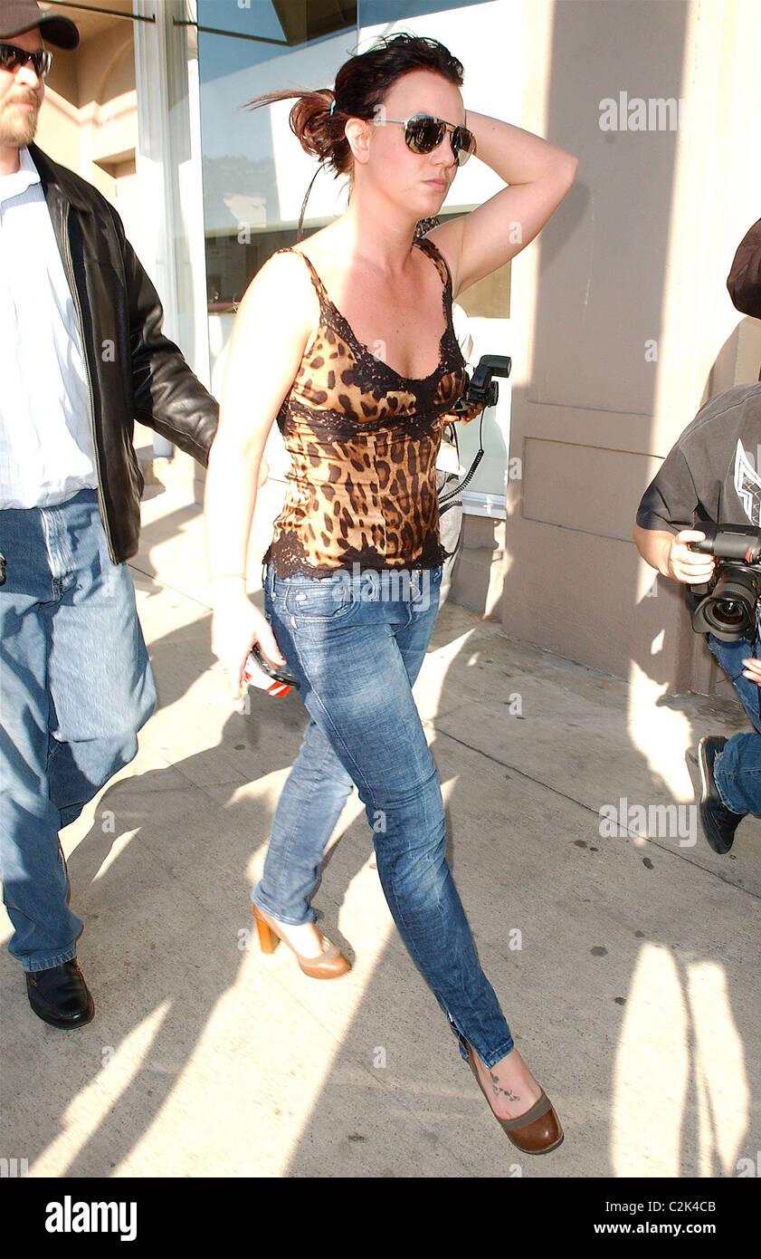 Britney Spears Visits A Wedding Dress Shop Los Angeles California