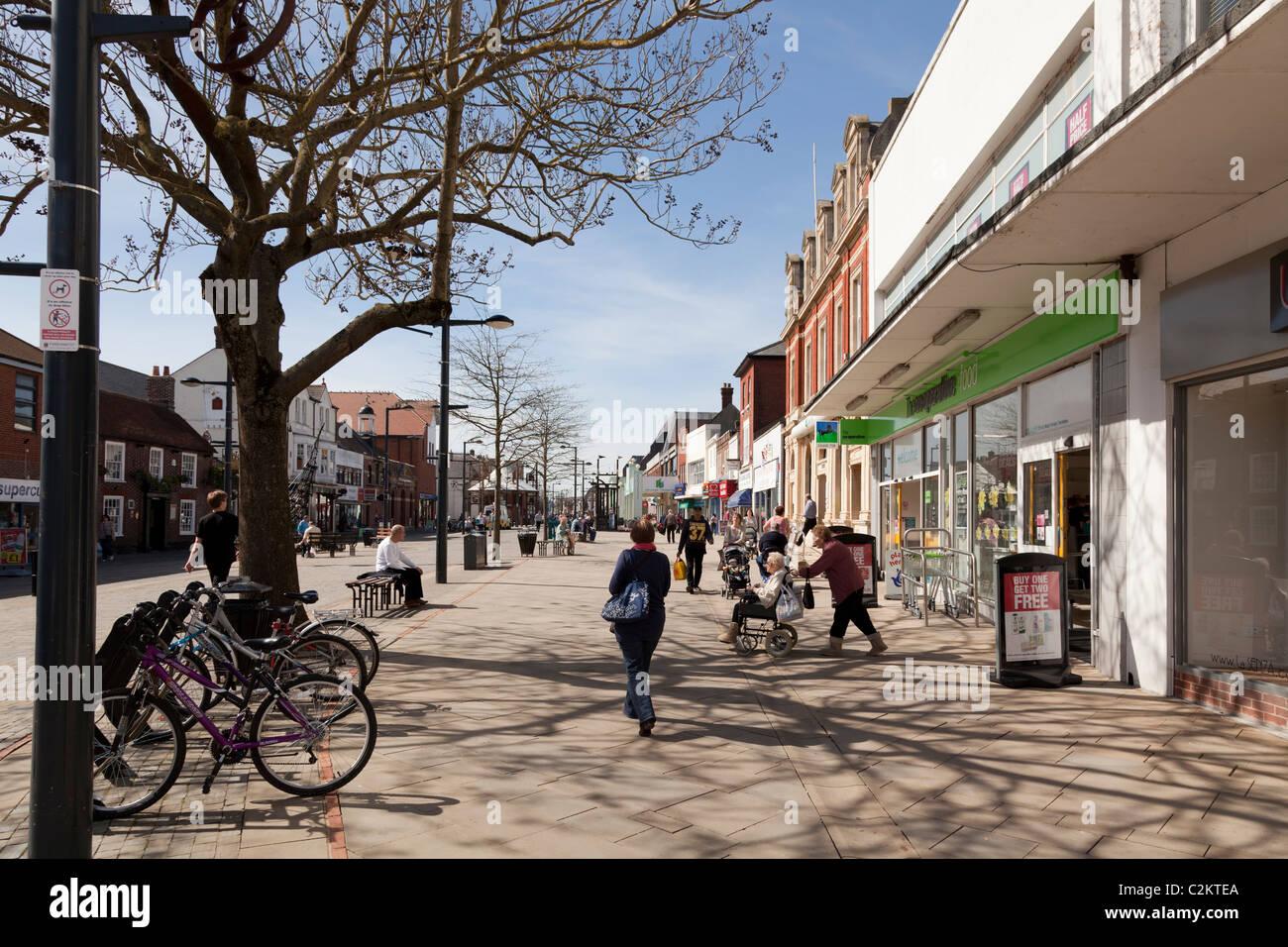 Fareham high street pedestrianised road - Stock Image