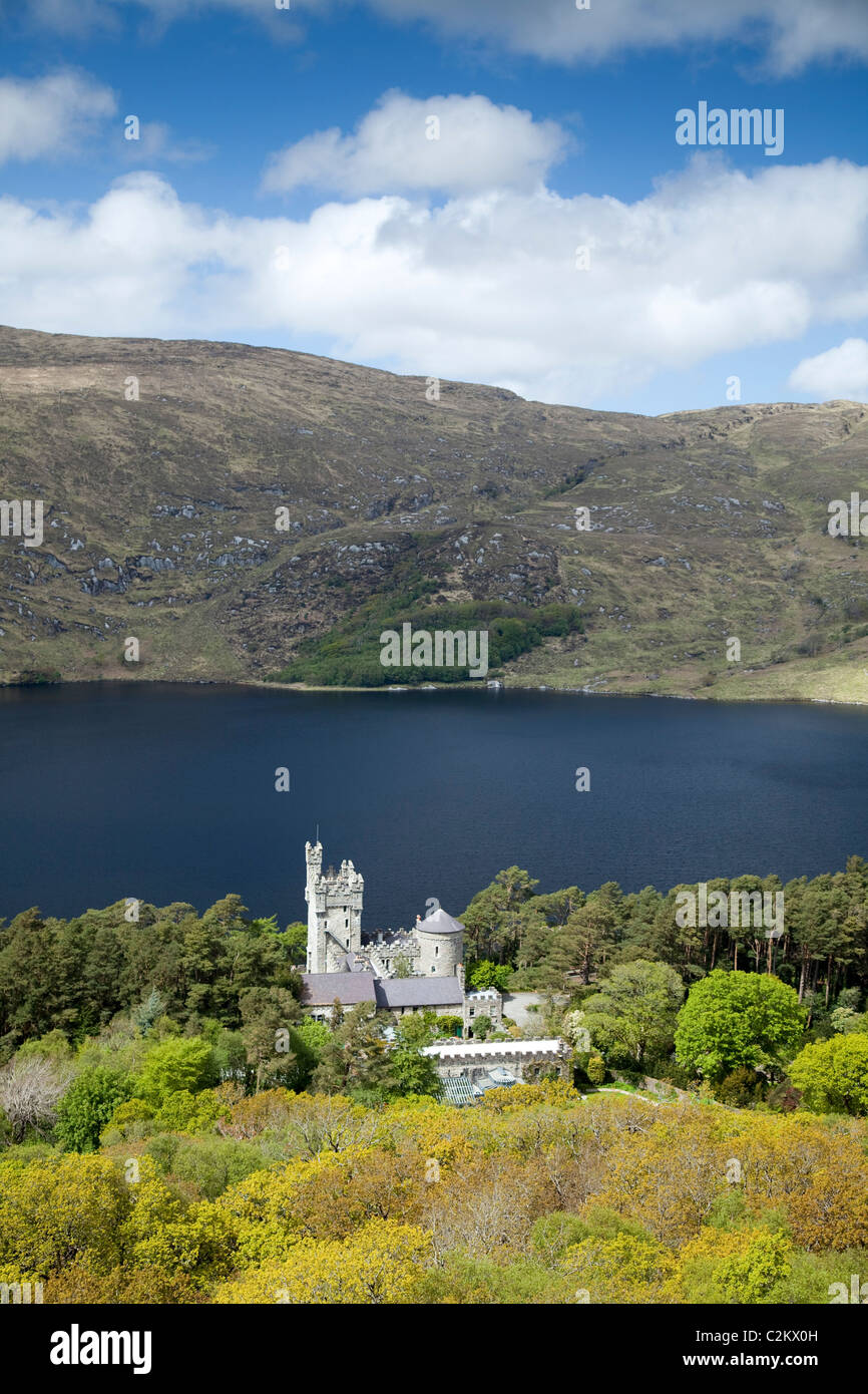 Glenveagh Castle on the shore of Lough Veagh, Glenveagh National Park, County Donegal, Ireland. - Stock Image