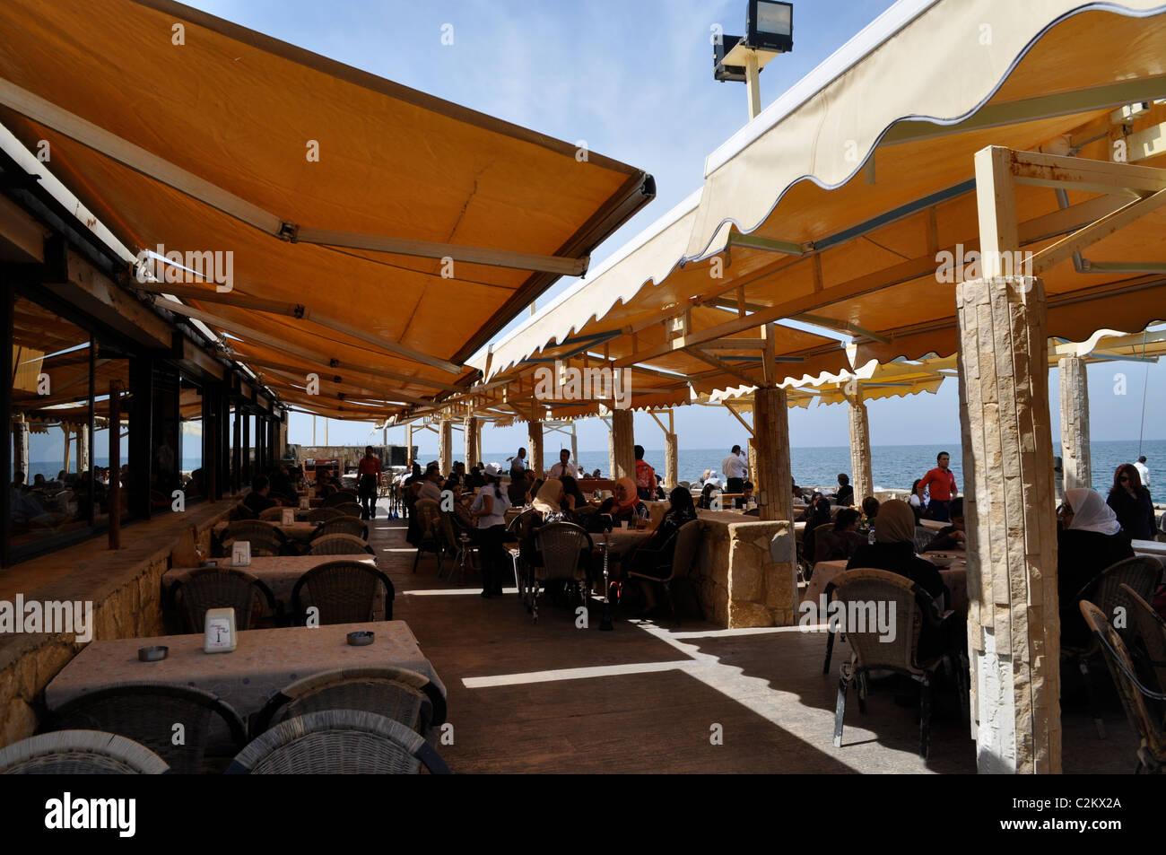 Al Manara, Beirut, Lebanon. Mediterranean cafe, Muslim families. Unlicensed cafes and restaurants on the Mediterranean. - Stock Image