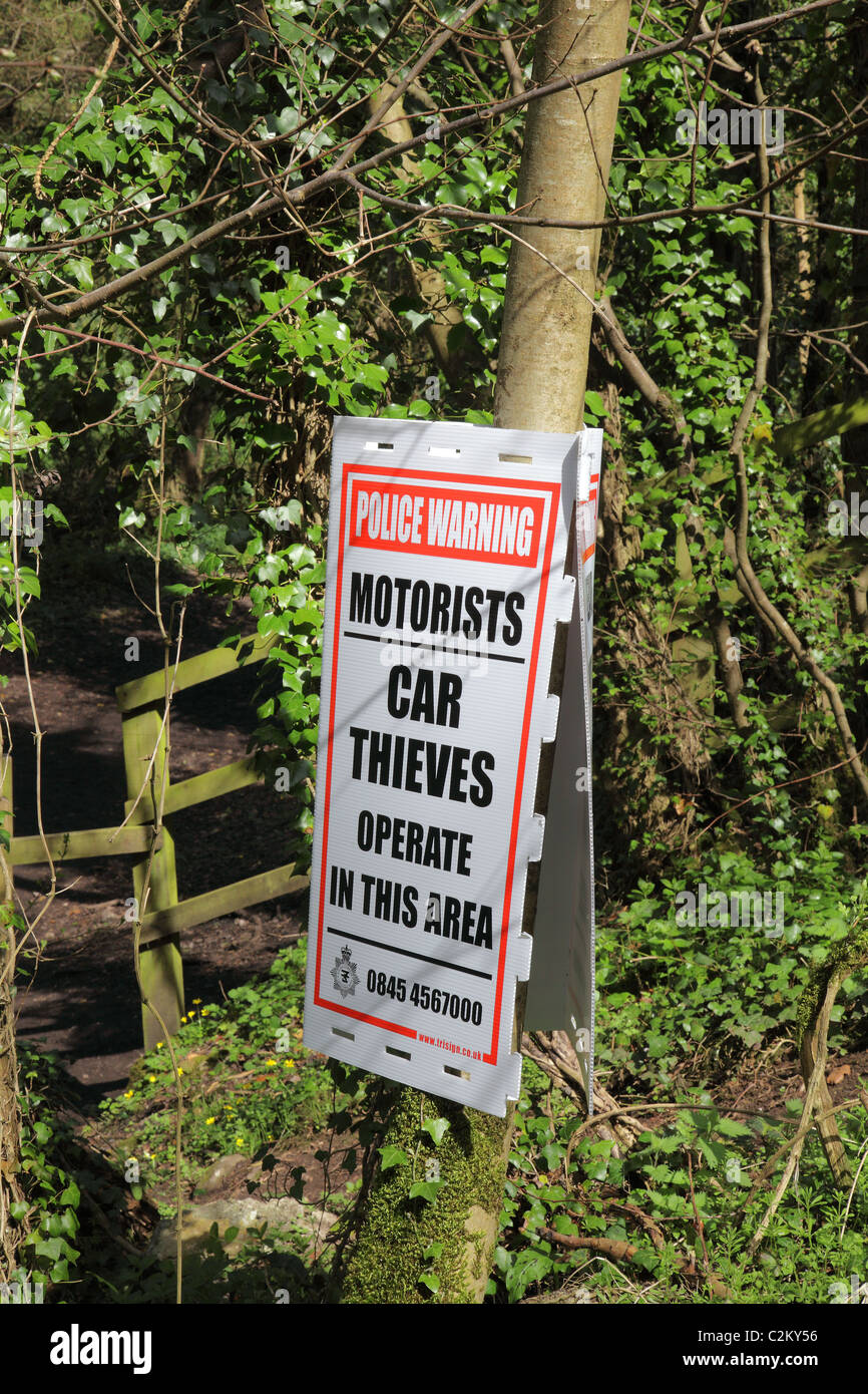 CAR THIEVES WARNING SIGN IN THE UK - Stock Image