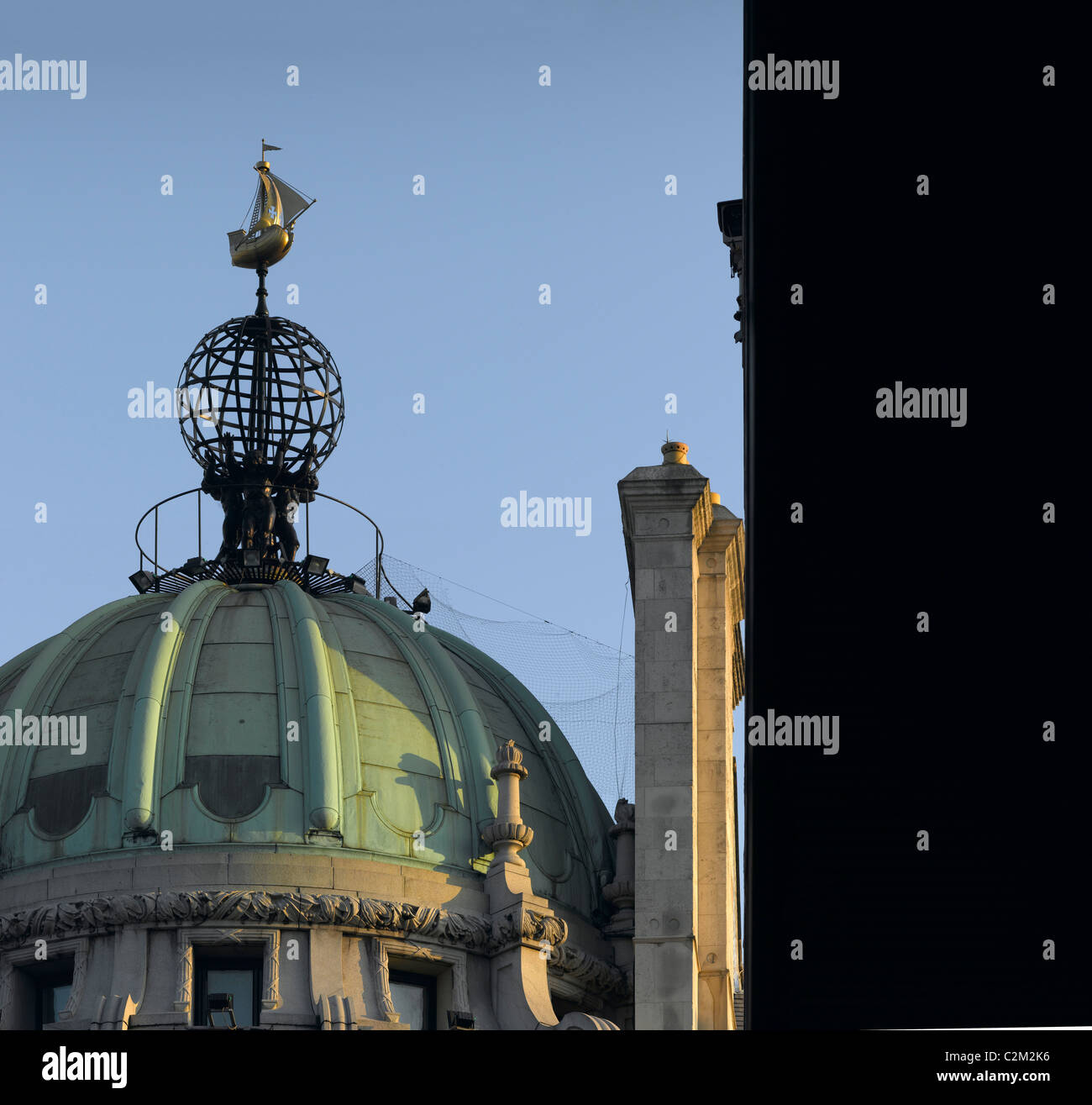 Globe and Ship on top of rotunda, Piccadilly, London. - Stock Image