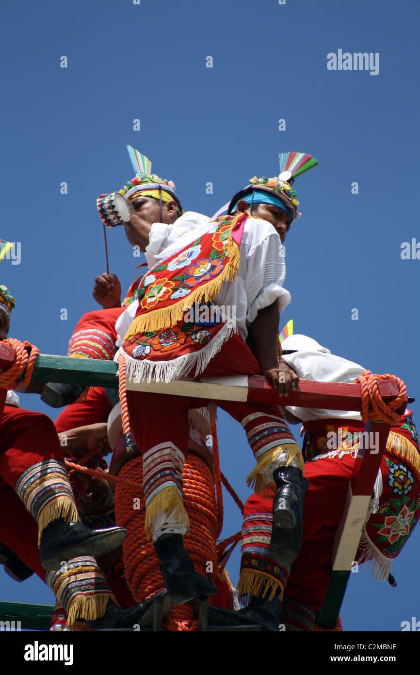 DANZA DE LOS VOLADORES DE PAPANTLA TULUM MEXICO 03 March 2011 - Stock Image