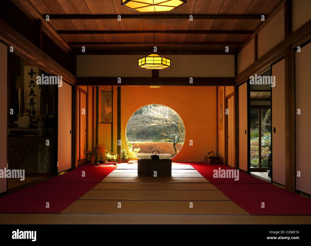 The round door at Zen Meigetsu Temple, in Kamakura, Japan. - Stock Image