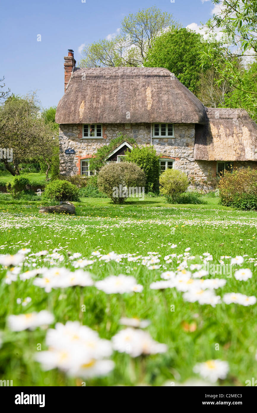Old thatched cottage in Lockeridge, Wiltshire, England - Stock Image