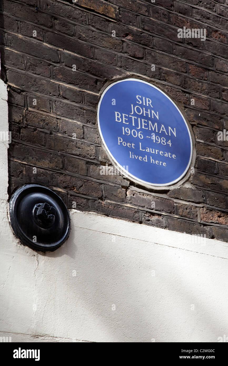 Clerkenwell, London. blue plaque for sometime home of poet John Betjeman - Stock Image