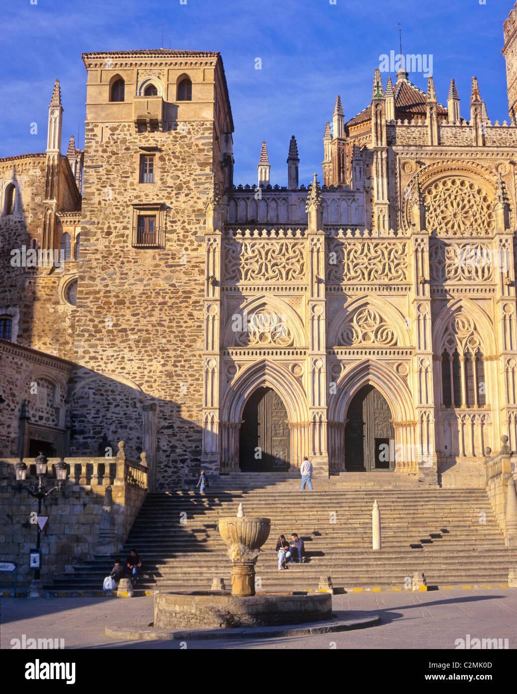 Extremadura, Guadelupe, 15th century cathedral and Monasterio de Santa Maria de Guadelupe. Stock Photo
