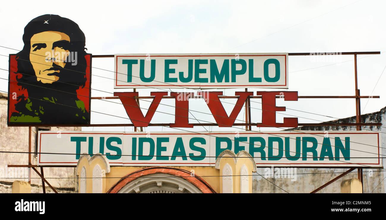Revolutionary slogan with a portrait of Ernesto Che Guevara, Cienfuegos, Cuba - Stock Image