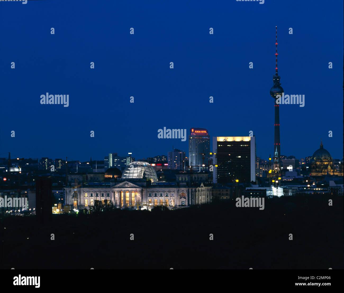 Reichstag, Platz der Republik, Berlin, Germany - Exterior view at night - Stock Image