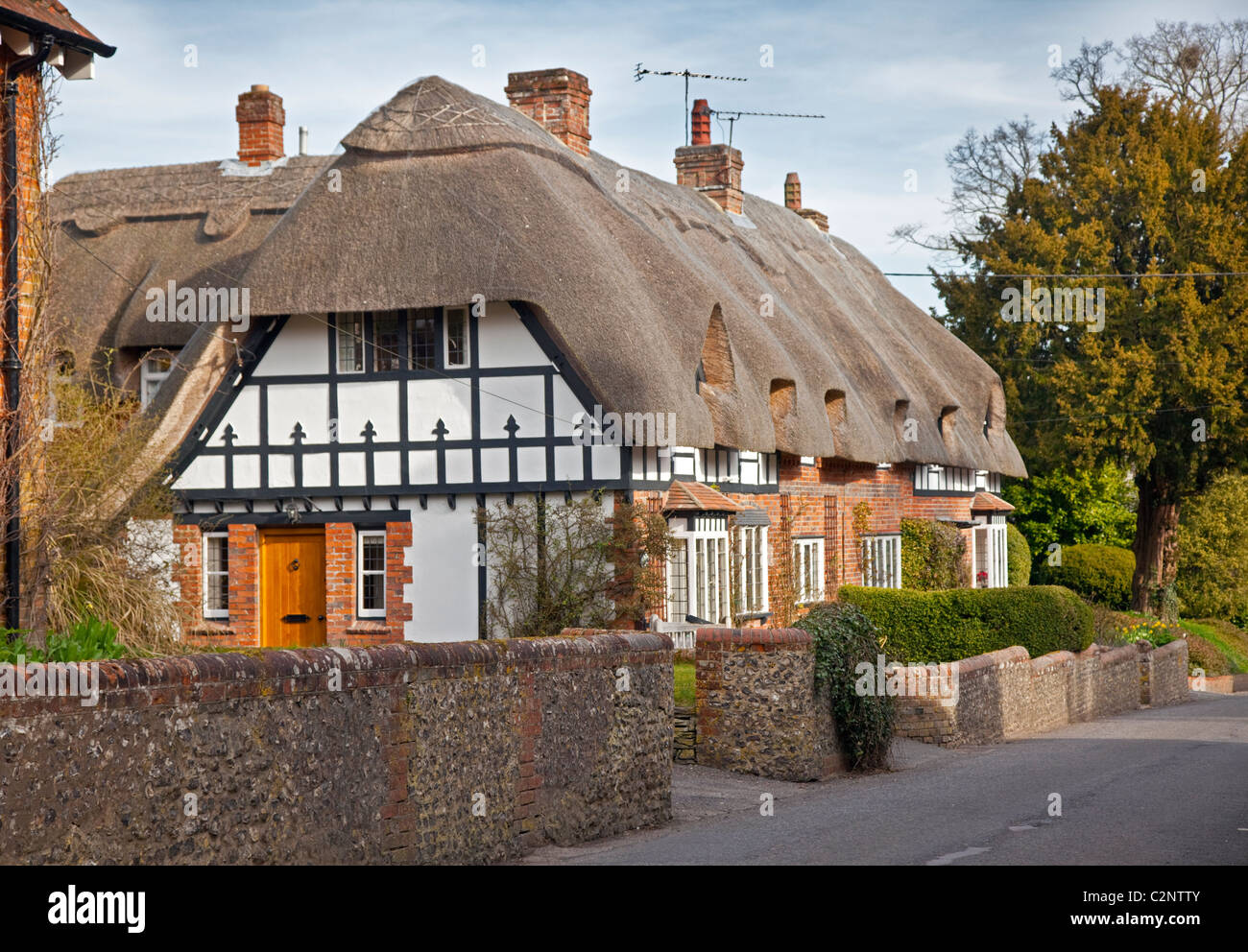 Cottages in Crawley, Hampshire, England - Stock Image