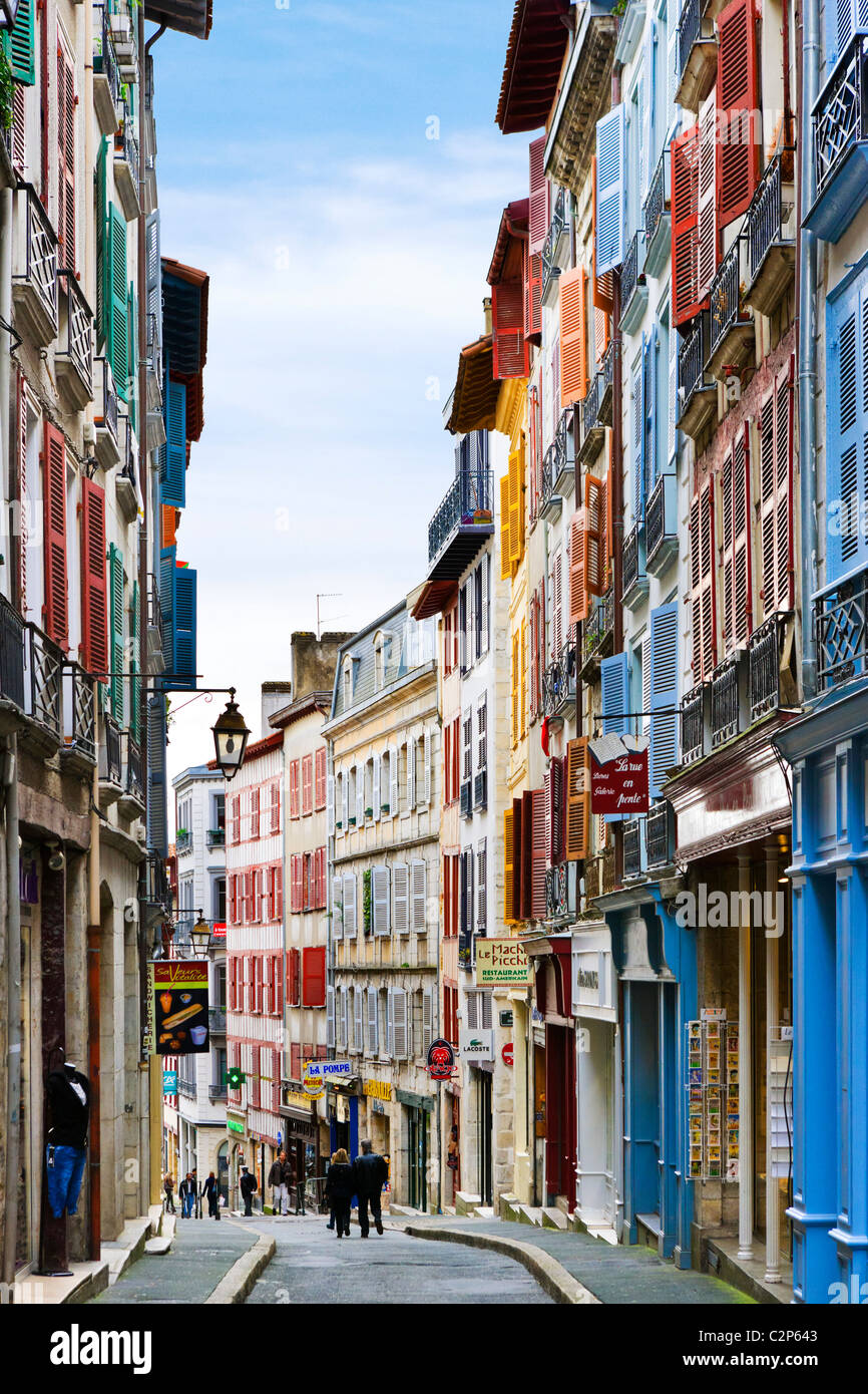 Street in the Grand Bayonne quarter, Bayonne (Baiona), Cote Basque, Southern France - Stock Image
