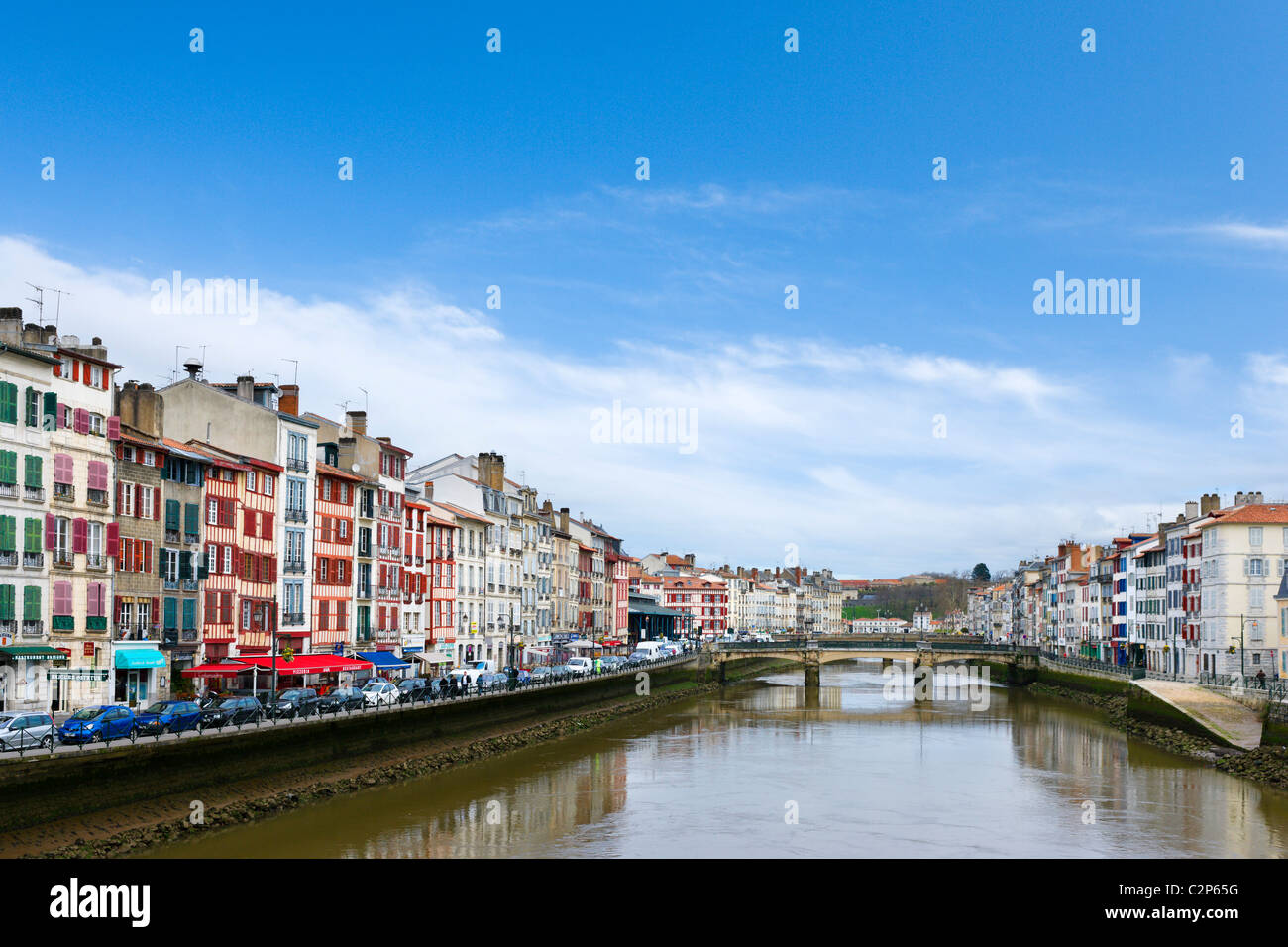 Traditional houses along the banks of the River Nive, Bayonne (Baiona), Cote Basque, Southern France - Stock Image