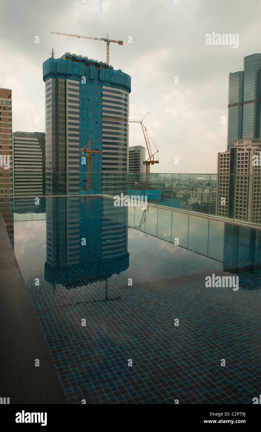 rooftop pool at a condominium in Bangkok - Stock Image