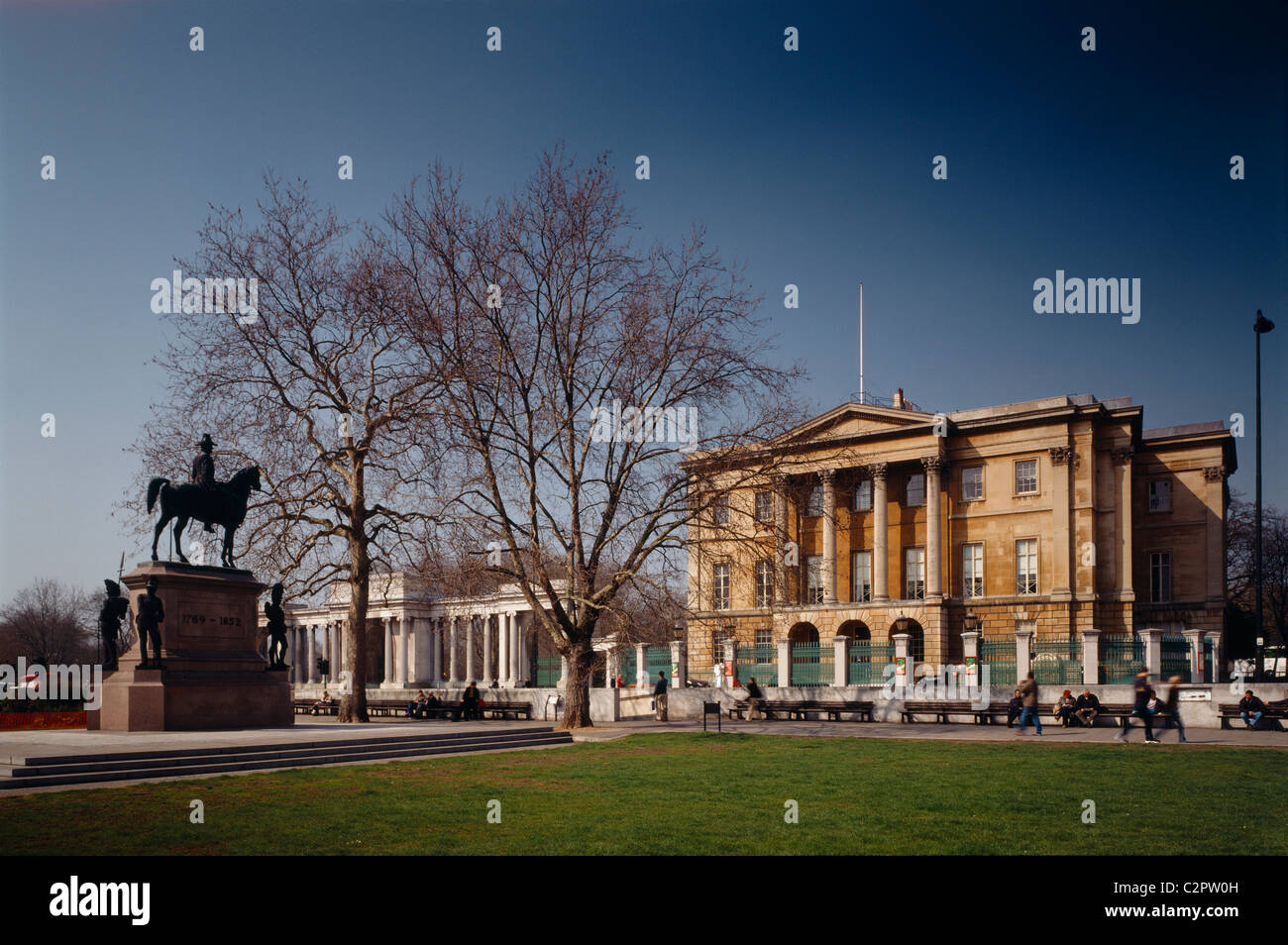 Apsley House. Exterior view from the South East with the Wellington statue to left and the Hyde Park Screen beyond. - Stock Image