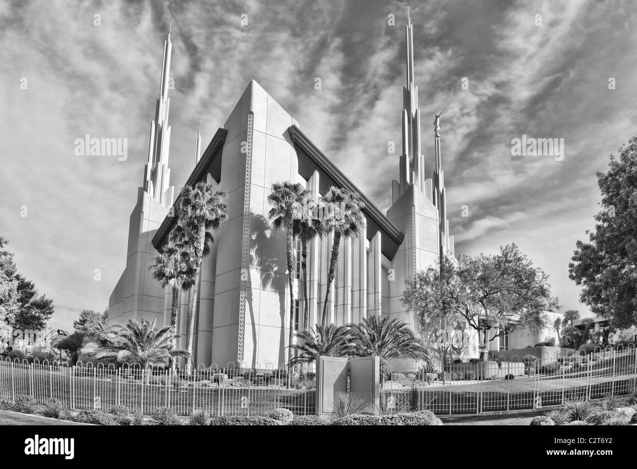 Mormon Lds Temple In Las Vegas Nevada Clouds Moving Across Sky Stock Photo Alamy