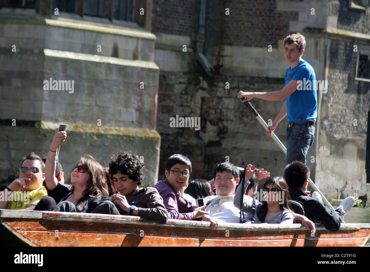Young tourist punters on the River Cam in Cambridge, Cambridgeshire, England, UK - Stock Image