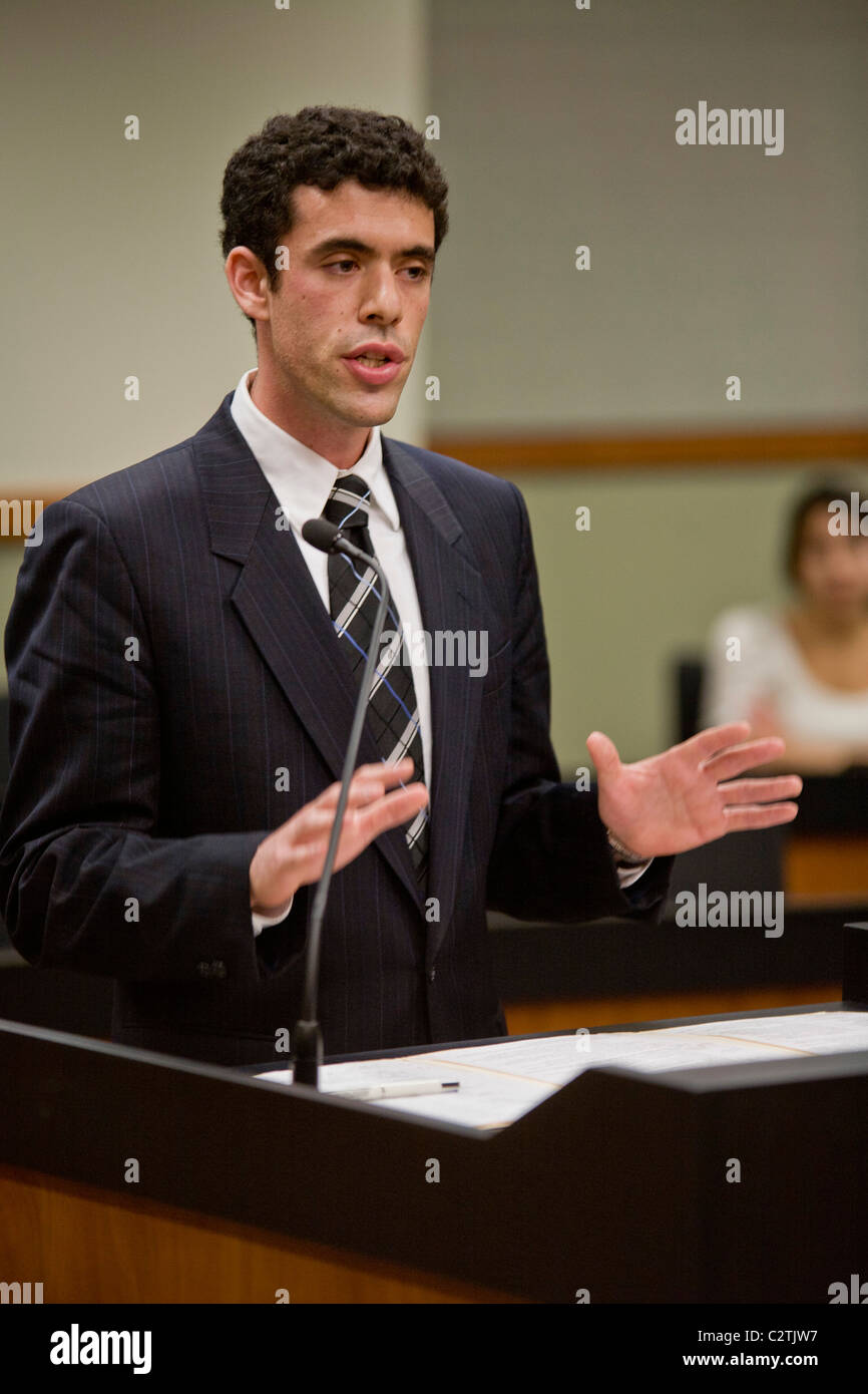A student at the law school of the University of California at Irvine addresses a panel of judges at the moot court. - Stock Image