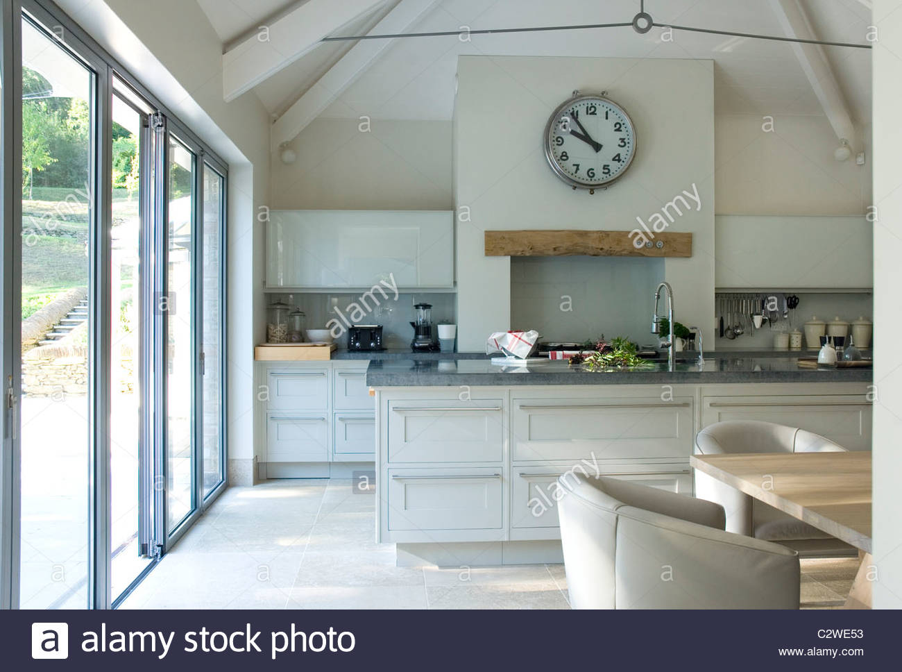 Kitchen With Vaulted Ceiling Stock Photos & Kitchen With Vaulted ...