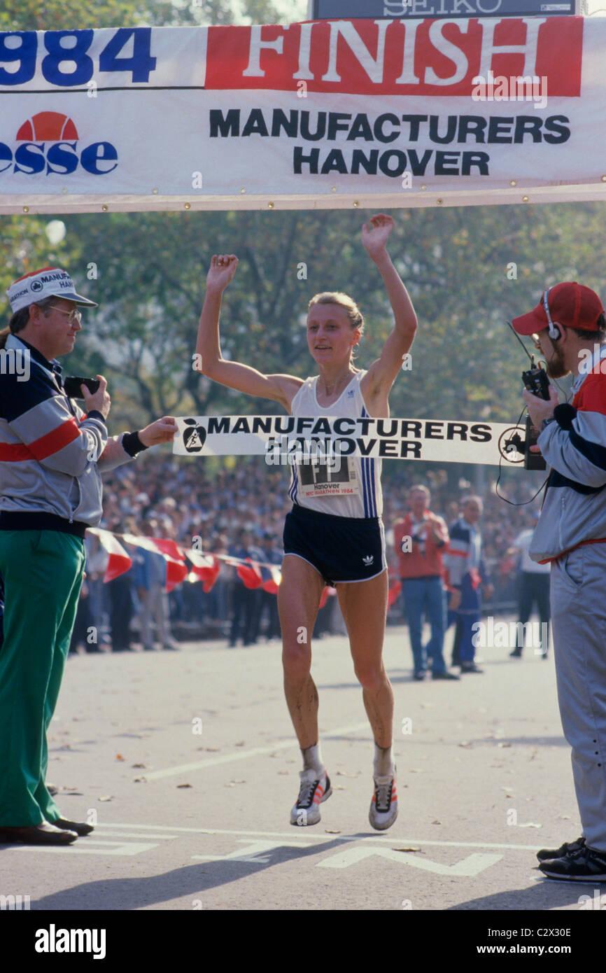 Watch Grete Waitz marathon running video