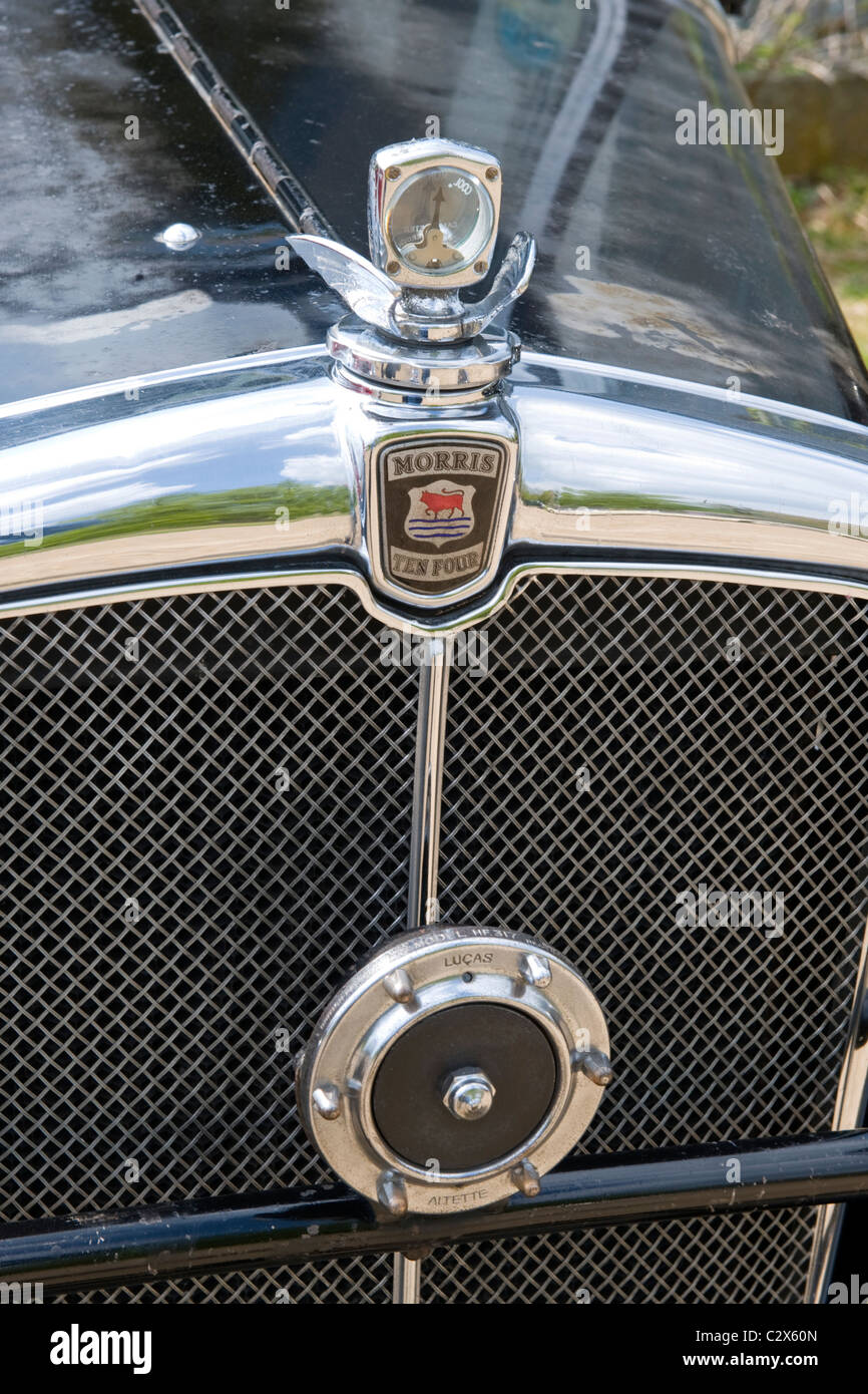 de Havilland Aircraft Heritage Centre Museum , Morris Cars Day , 1934 10 / 4 black 1.1l detail temperature guage - Stock Image