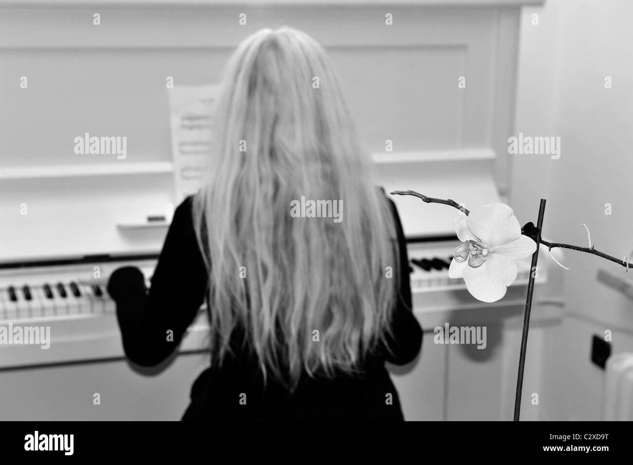Klaviertastatur.Nahaufnahmefoto.A closeup of a piano key. - Stock Image