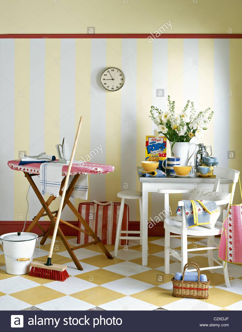Retro domestic kitchen 40's 50's style - Stock Image